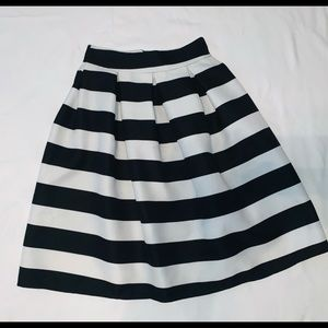Pleated black and white skirt